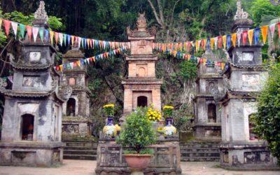 En sampan culturel vers la pagode des Parfums