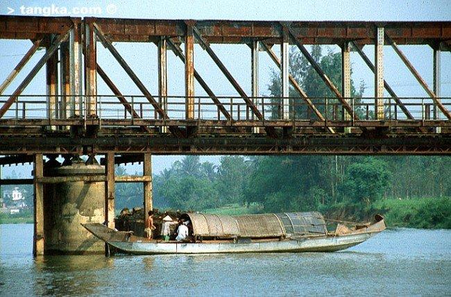 HUÊ- Pont de Trang Tien