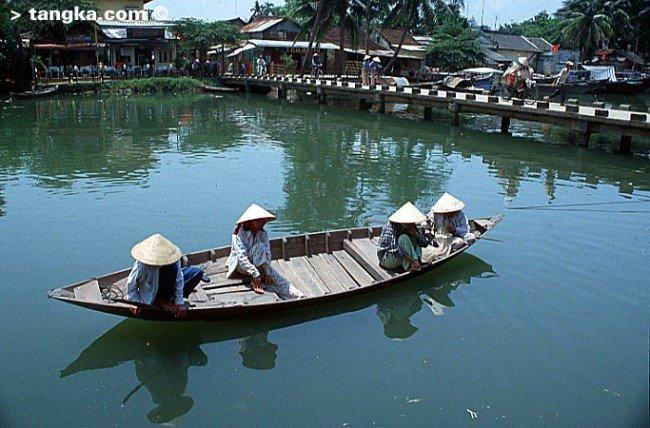 Barque et pont, Vietnam