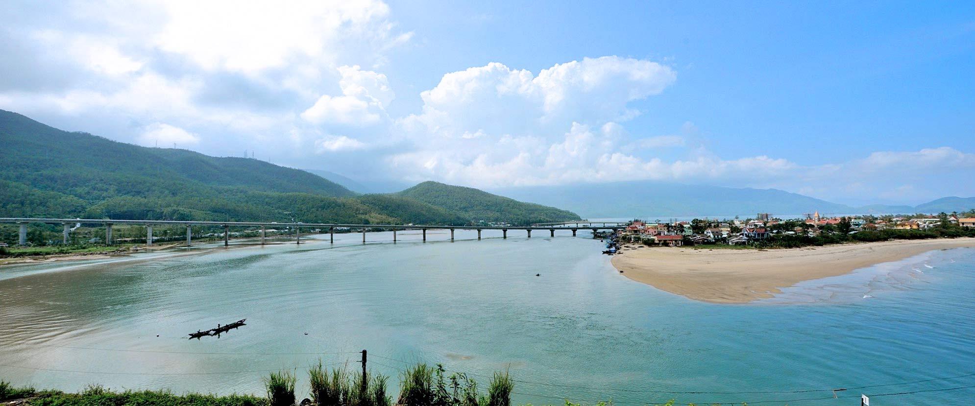 Hué, pont ferroviaire - Vietnam
